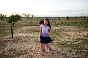 Ella (she) by Marika Puicher / winnaar Pride Photo Award - Eli, 11, while playing with his younger brother Nacho, 8. Madrid (Spain) - April 2015.